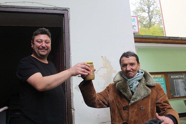 Radek Dymáček vsoučasné době pomáhá lidem bez domova.