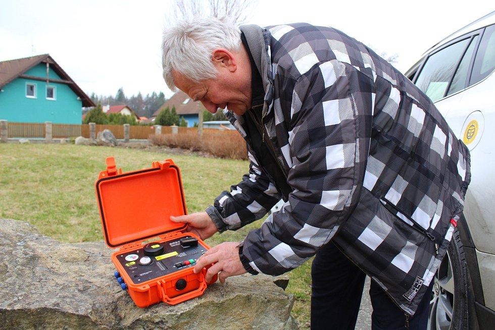 Na Chebsku se někdy třese zem. Mobilní aplikace má za cíl usnadnit informovanost zájemců o zemětřesení a zemětřesných rojích v této seismicky neklidné lokalitě.
