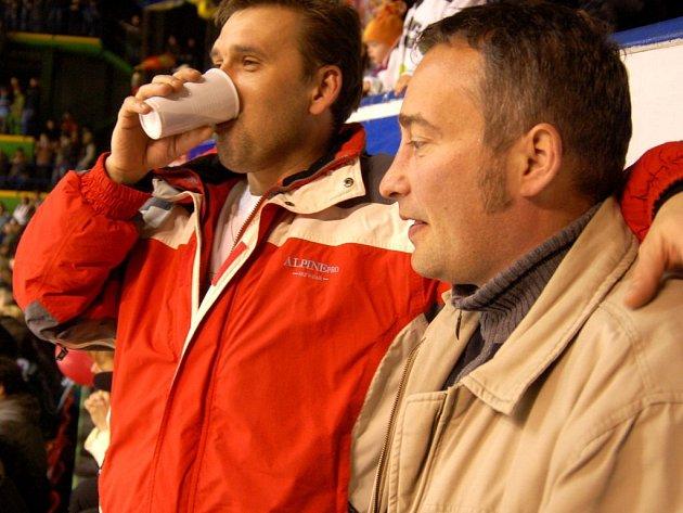 Chebští fanoušci na zápase hokejové play-off v Karlových Varech