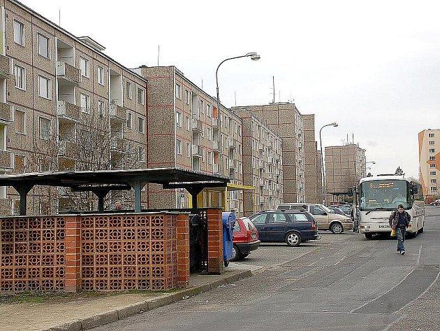 SÍDLIŠTĚ ZLATÝ VRCH! Slabým místem sídliště je parkování, které je zde velmi problematické. V ulici Boženy Němcové by ale letos mělo přibýt přibližně 220 nových míst.
