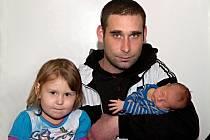 DOMINIK SMRČKA se poprvé rozkřičel v sobotu 22. listopadu v 9.21 hodin. Při narození vážil 3 170 gramů a měřil 49 centimetrů. Doma v Chebu se z malého Dominička raduje sestřička Simonka spolu s maminkou Michaelou a tatínkem Jaroslavem.