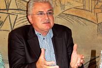 FRANTIŠEK ŠNAJDAUF z Františkových Lázní hovořil o údajné šikaně při jednání františkolázeňských zastupitelů.