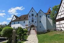 Na hradě Seeberg vzniká replika historických vrat od stodoly.