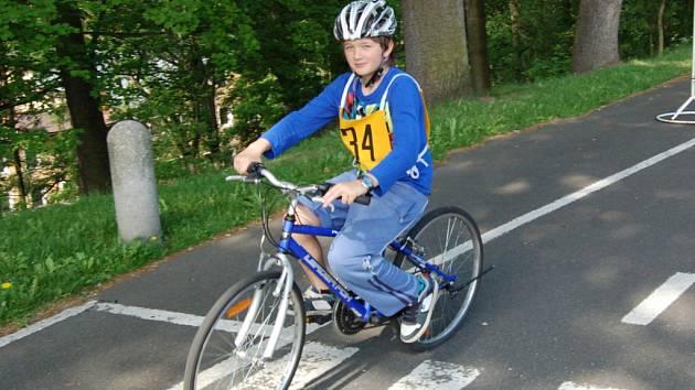 Žáci čtvrtých tříd skládali zkoušky z dopravní výchovy v Domě dětí a mládeže Sova v Chebu.
