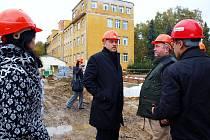 KONTROLNÍHO DNE V CHEBSKÉ NEMOCNICI se vedle zástupců dodavatelských společností zúčastnil také hejtman Karlovarského kraje Josef Novotný.