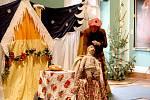 Už posedmnácté dýchla na návštěvníky chebského muzea adventní atmosféra. Konal se totiž další ročník oblíbené akce s názvem Advent v muzeu. Jeho součástí je také trh, výtvarné dílny, ukázky řemesel a tradičně se přímo v budově muzea pekly voňavé dobroty.