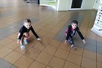 Naše nejmenší princezny Lilinka a Baruška při rozcvičce.
