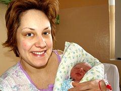 PATRIK PŘÍHODA se narodil v neděli 1. února v 7.20 hodin. Na svět přišel s váhou 3280 gramů a mírou 49 centimetrů. Tatínek Jíří se těší až si poveze maminku Janu a synka domů do Zádubu u Mariánských Lázních.