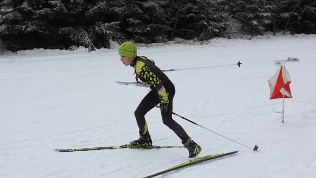 Tři náročné orientační závody na lyžích během jednoho víkendu absolvoval Jonáš Černý.