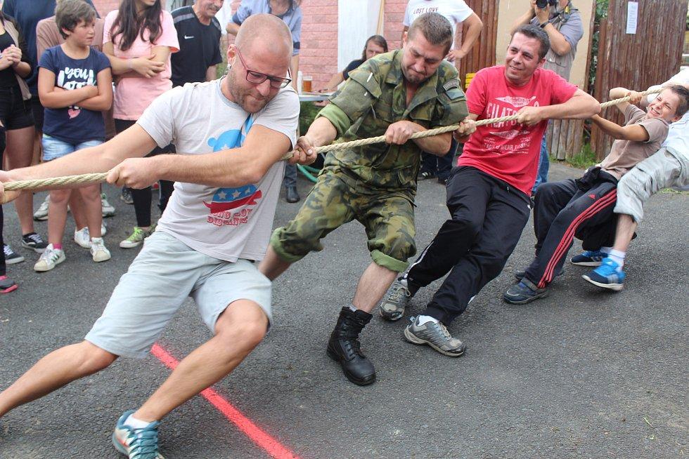 TAHANICE neboli přetahování lanem v Horním Žandově nabídla zajímavé souboje.
