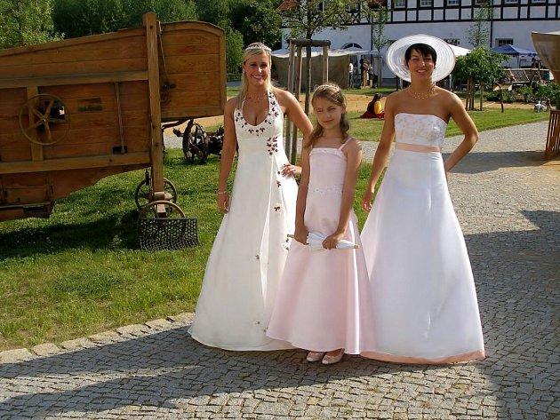 Originální svatební modely chebské návrhářky Petry Jakubcové byly ozdobou sobotního odpoledne