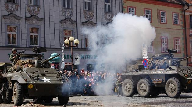 Chebané oslavili osvobození opravdu ve velkém stylu (ilustrační foto).