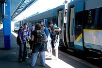 Vysokorychlostní vlak Pendolino na chebském nádraží.