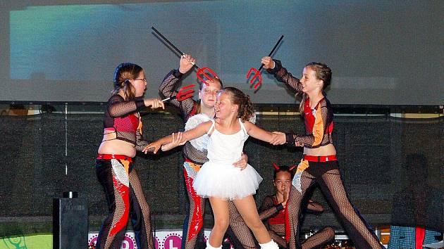 V Chebu na zimním stadionu slavilo místní úspěšné Sportovní taneční studio (TS) Magic Star kulaté desáté narozeniny.