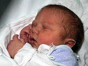 MICHAL KOHUŤÁR přišel na svět v úterý 4. května v 11.30 hodin. Při narození vážil 3150 gramů a měřil 51 centimetrů. Doma v Aši se z malého Michálka raduje maminka Jana spolu s tatínkem Michalem