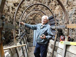 Na Komorní hůrku se vrátili seismologové s technikou