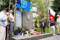 Robert Crooker, Fremont Gruss, Richard Pieper, Harry Gilbert, Robert Evans a Clifton Howard. Těchto šest amerických veteránů 97. pěší divize navštívilo Cheb. Do města, které před pětašedesáti lety osvobodili, se přijeli podívat po pěti letech.