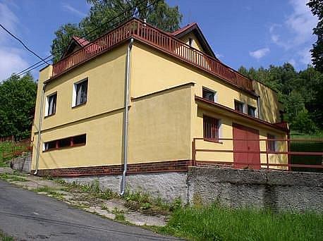 Legendární ubytovna Maruška v Kraslicích se díky neziskové organizaci Rokršti z Chebu opět probouzí k životu.