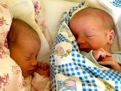 LUCIE A MARTIN STRÁDALOVI se narodili v pátek 18. února ve 12.53 a 12.57 hodin. Lucinka při narození vážila 2500 gramů a měřila 47 centimetrů. Martínek vážil 2800 gramů a měřil 49 centimetrů.Doma v Chebu se z dětiček raduje maminka Alena s tatínkem Petrem