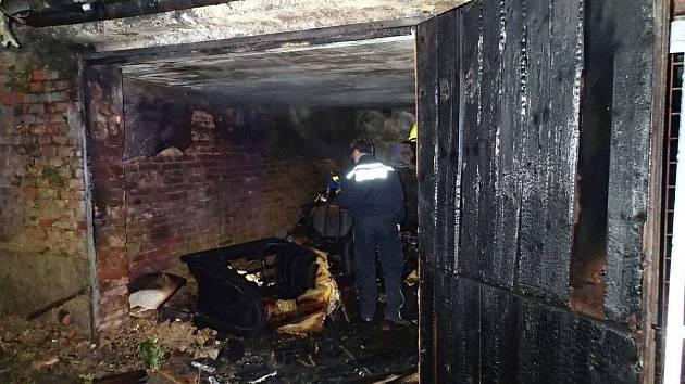 Při požáru garáže zemřeli dva lidé.