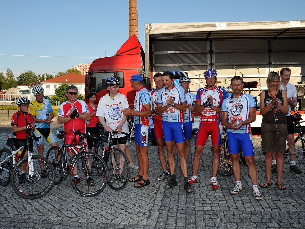 Do centra Aše dorazil o víkendu známý velocipedista Josef Zimovčák.