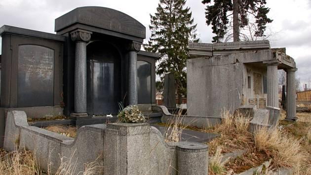 V rámci výstavby německého vojenského hřbitova v Chebu má dojít také k opravě starých německých hrobek a rozšíření hřbitovní kaple