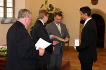 Student Ludvík Eger při přebírání ceny nadace Schola Ludus