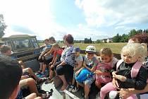 Františkovy Lázně přivítaly v neděli v podvečer plný autobus rodin z Moravy, kde řádilo tornádo. Město uvolnilo čtvrt milionu na týdenní pobyt v lázních a blízkém okolí. Cílem této akce je ulehčit práci vichřicím postiženým rodinám na obnově svých domovů