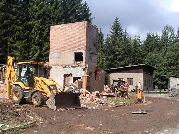 REKONSTRUKCE budovy bývalého muničního skladu v Krásném u Tří Seker.