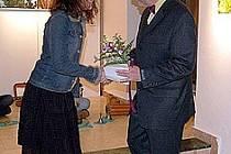 Ředitel Galerie 4 Zbyněk Illek spolu s výtvarnicí Lucií Svobodovou.