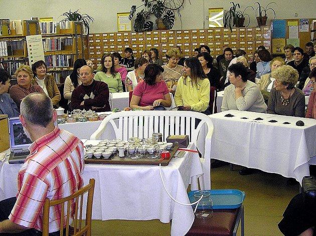 CHYBÍ PROSTOR! V chebské knihovně se koná mnoho zajímavých přednášek. Problémem je, že se lidé nemají kam posadit. Do prostoru pujčovny se vejde čtyřicet lidí – to je nedostačující.