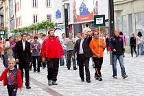 Slavnostním průvodem  účastníků  Mistrovství Evropy seniorů  (MES) v minigolfu  městem Cheb tento sportovní svátek zahájil.