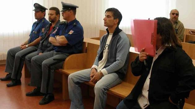 Obžalovaní Petr Zemianek, Vladimír Ščasný a Dušan Čonka (zleva).