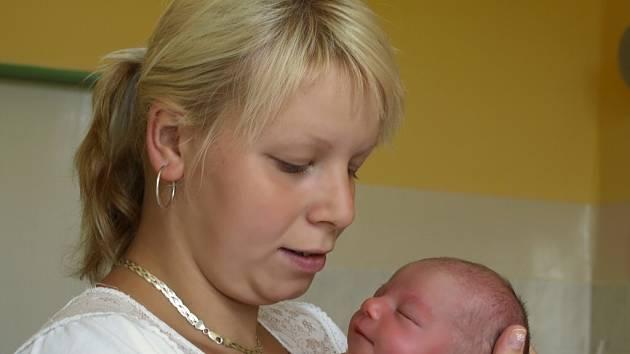 NIKOLA KUSÁ se narodila v sobotu 30. května ve 3.15 hodin. Na svět přišla s váhou 2750 gramů a měřila 46 centimetrů. Maminka Nikola se těší na návrat domů do Chebu, kde na ni už čeká tatínek Jindřich, který byl pro maminku velkou oporou při narození dcery