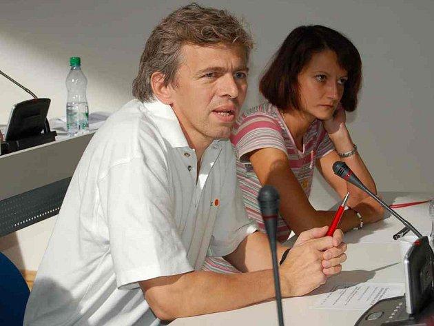 Chebský chirurg Karel Tyrpekl se zúčastnil jednání o krajské nemocnici.
