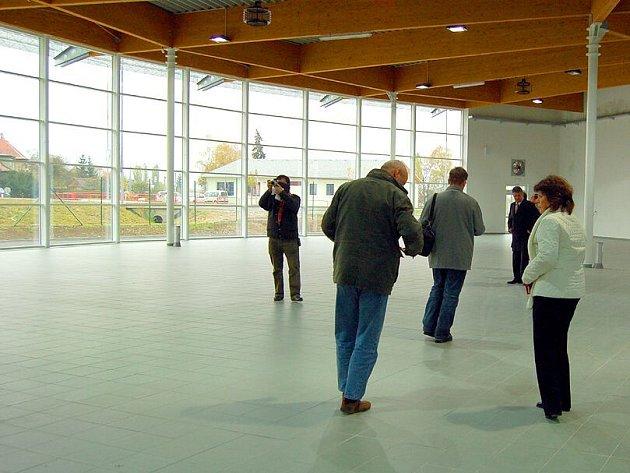 Zatím prázdné prostory nové prodejny stavebnin v chebské průmyslové zóně