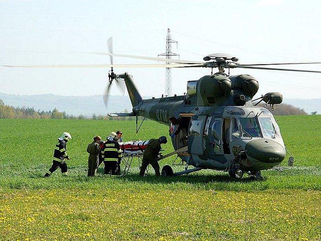 Krádež okapů ve Vojtanově se vymstila 48letému muži ze Sokolovska. Spadl ze žebříku a musel být transportován vrtulníkem do nemocnice.