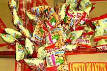 Závadné arašídy objevili celníci v Chebu.