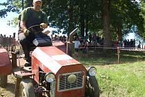 Na krkolomné dráze ve Staré Vodě si vylámal zuby nejeden traktorista.