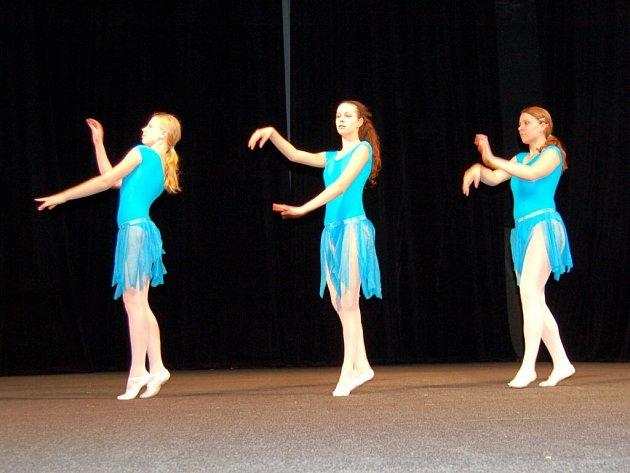 Mladé tanečnice ve františkolázeňském divadle