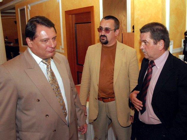 Petr Horký (vpravo) v rozhovoru s Jiřím Paroubkem (vlevo)