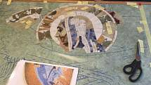 Restaurátoři rekonstruují mozaiku hrobky Josefa Dionyse Halbmayra.