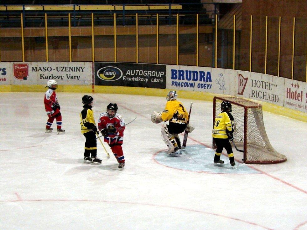 Hokejový zápas žáků 5. tříd v Mariánských Lázní. HC Mariánské Lázně prohrál se Sokolovem 5:6