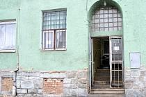 Obyvatele Aše polekal údajně rasově motivovaný žhářský útok na tamní ubytovnu.