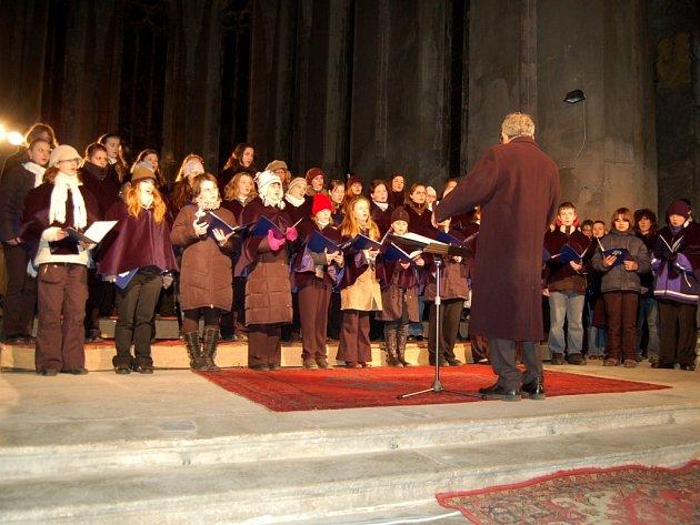Adventní koncert Kuhnova dětského sboru v chebském kostele Zvěstování Panny Marie