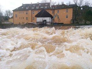 OHŘE v přehradě Skalka v Chebu dosáhla prvního povodňového stupně