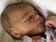 LUCIE LUŇÁKOVÁ bude mít v rodném listě datum narození čtvrtek 27. května v 8.40 hodin. Na svět přišla s váhou 2 950 gramů a mírou 48 centimetrů. V Aši se na Lucinku a maminku Klárku už moc těší tatínek Zdeněk.