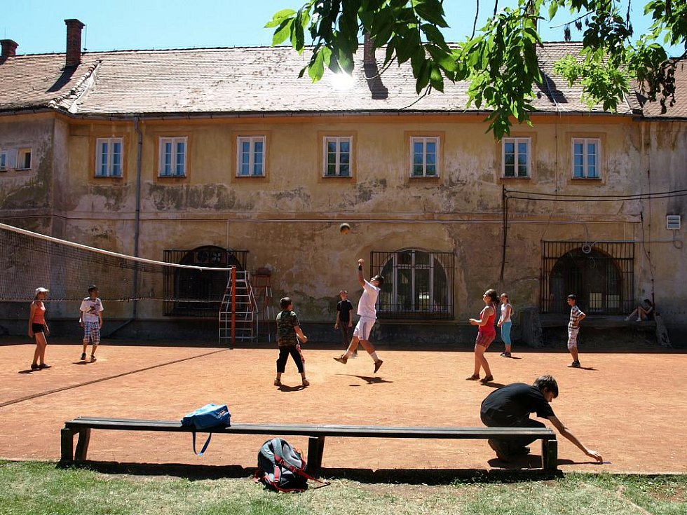 Se školním rokem se na Krajince loučili žáci a studenti Svobodné chebské školy.