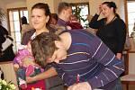 Pětadvacet malých občánků přivítaly pracovnice chebského městského úřadu. Vítání občánků se konalo po měsíční prázdninové pauze.