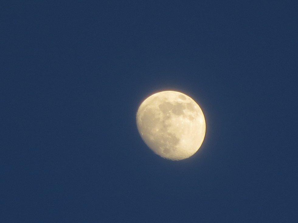 Zachytit Měsíc v jeho největší kráse se podařilo Jiřímu Krutinovi z Karlových Varů.